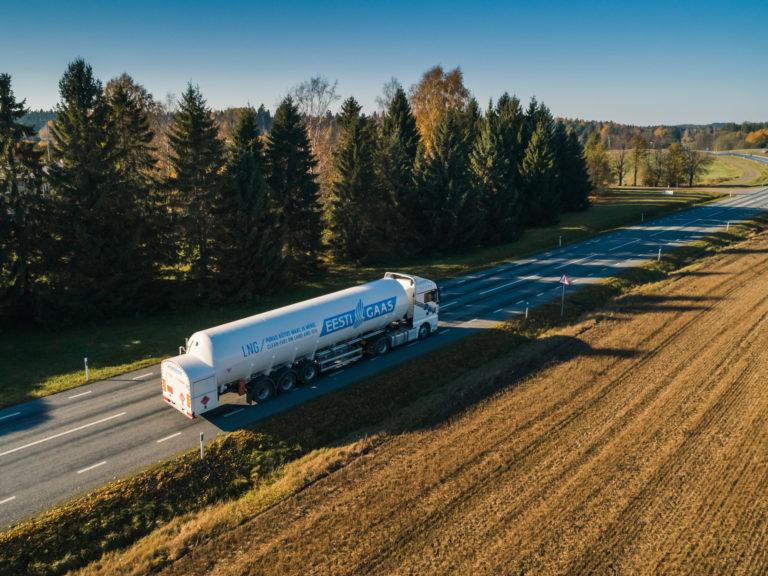 Eesti Gaas LNG trailer on the highway